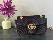 Wunderschöne schwarze Samt Klassiker Handtasche