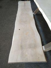 Holztisch mit Bänke