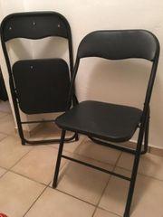 3 Stühle und 2 Tee