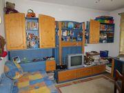 Gepflegtes Kinderzimmer Jugendzimmer mit Bett