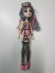 Monster High Puppe Rochelle Goyle