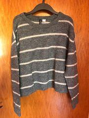Pullover grau mit weißen Streifen