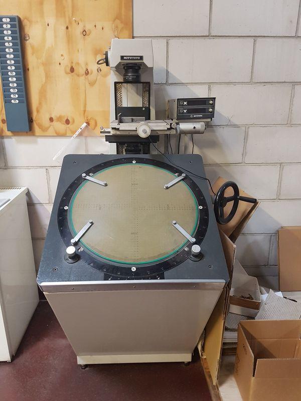 Mitutoyo PV-500 Profil Projektor Messprojektor