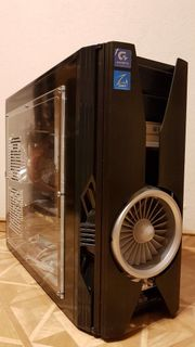 PC Tower mit Hardware