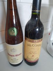 2 Flaschen Wein sehr alt