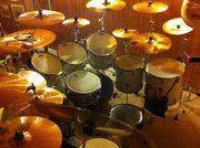 Schlagzeuger gibt Schlagzeugunterricht Raum Hilden