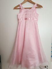 Sehr schönes Kleid Gr 134