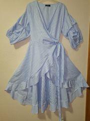 Shein Wickelkleid in Blau-Weiß gestreift Art