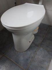 WC Flachspüler weiss mit Sitz