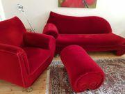 Sofa- und Sessel-Ensemble mit Hocker