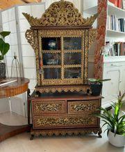 Antikes asiatisches Schränkchen