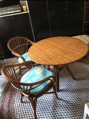 Rattan-Tisch mit 4 Stühlen