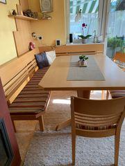 Eckbank mit Tisch und 3