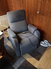 Elektrischer Relaxsessel mit aufsteh Hilfe