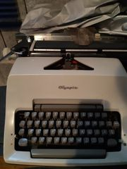 Schreibmaschine OLYMPIA mit original Hülle