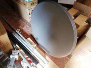 Satellitenschüssel mit Balkonhalterung mehrere massive