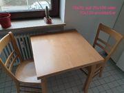 verschenke Tisch mit 2 Stühlen