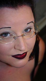 Madame Dunja Curvy s Bizarrer