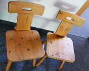 2 Stück robuste Holzstühle helles