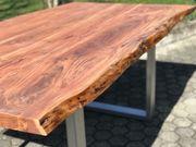 Esstisch Massiv-Holz Baumkant Akazie durchgehend