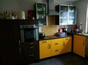 Schöne Küche mit Elektrogeräte ab