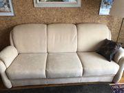 Bequemes helles Sofa in Wildleder-Optik