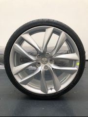 Exclusive Tesla Arachnid 21 wheels