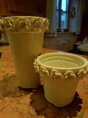 Zwei Blumentöpfe Keramik mit Rosen