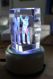 Laserfigur Golfspieler in Glas mit