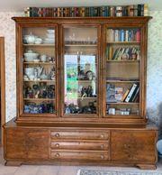 Prunkvoller antiker Wohnzimmerschrank Kirschbaum