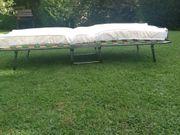 Gästebett mit Matratze