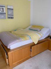 Komfortables Bett mit Stauraum und