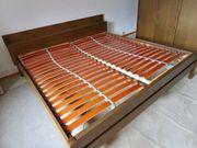 Schlafzimmerschrank und Doppelbett zu verschenken