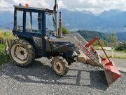 Traktor Frontlader mit Schneepflug