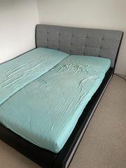 Bett Doppelbett schwarz und grau