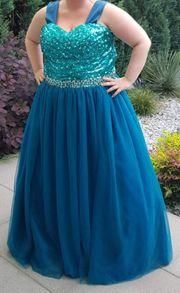 Elegantes Kleid mit Perlen in