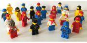 Lego 21 Figuren bunt gemischt