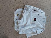 Taekwondo oder Karate Anzug in