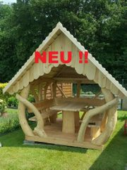 Pavillon aus Holz Baumstämmen mit