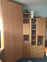 Kinderzimmer mit Hochbett Schreibtisch Kommode