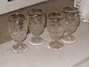 dekorative Gläser mit goldfarbenen Rand