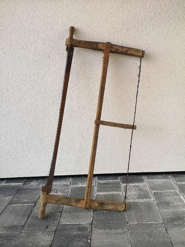 Alte Holzsäge für Deko