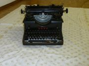 2 alte Schreibmaschinen