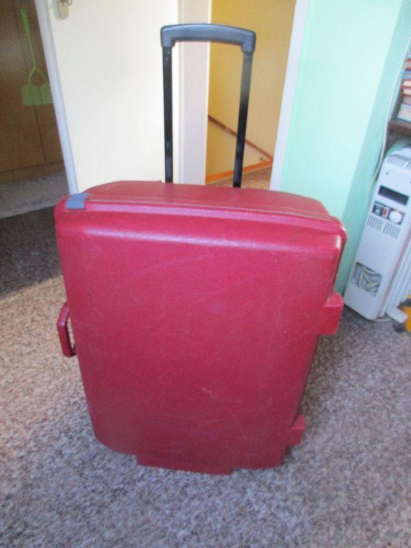 Samsonite Koffer in Rot gebraucht, aber okay - Bremen Ellenerbrok-schevemoor - Ein Hartschalenkoffer von Samsonite. Er wurde benutzt, ist aber in einem sehr guten Zustand. Der Koffer ist ca. 77 cm x 60 cm x 29 cm gross. Hat zwei grosse Laufräder, damit man ihn gut hinter sich herziehen kann. Auf der  - Bremen Ellenerbrok-schevemoor