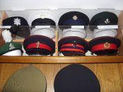 Konvolut 75 Schirmmützen Militär Army
