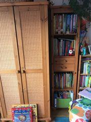 Kleiderschrank Holzmöbel mit Wickelkommode