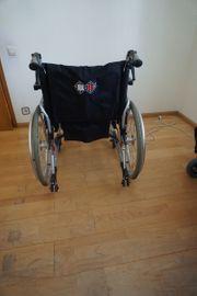 1x Rollstuhl 1xRollstuhl B B