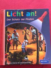 Licht an Buch - Piraten