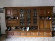 großer Wohnzimmerschrank aus Holz
