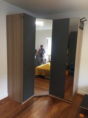 IKEA PAX Eckkleiderschrank grau Holz